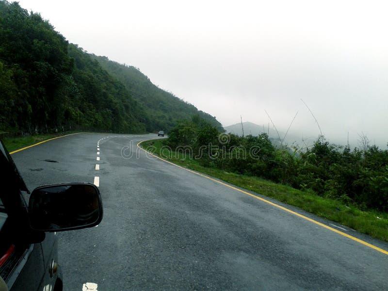 Väg till Cherrapunjee royaltyfri fotografi