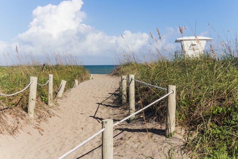 Väg till den Fort Pierce stranden arkivfoto
