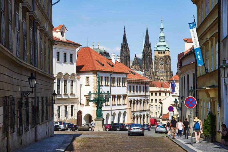 Väg till den Prague slotten, Tjeckien arkivfoton