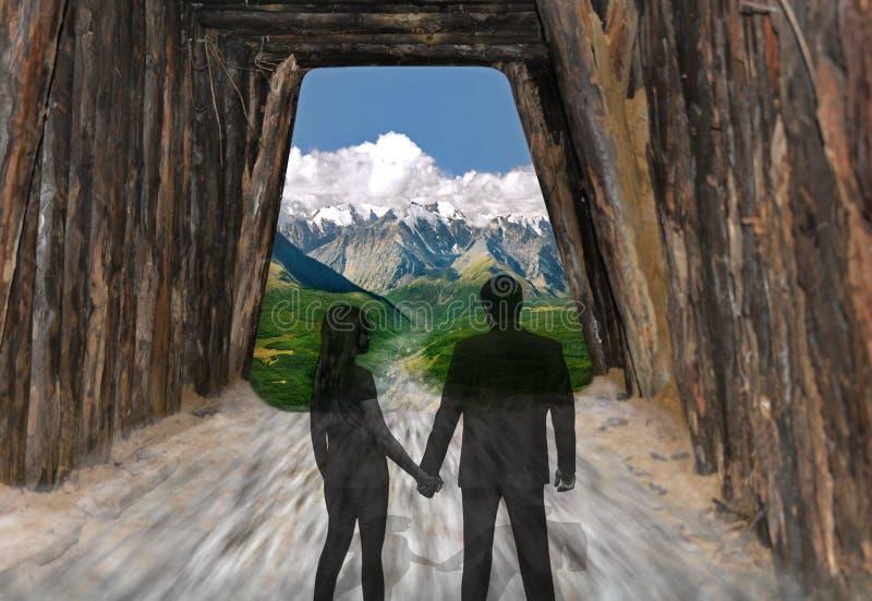 Väg till en ljusare framtid för ett ungt par fotografering för bildbyråer