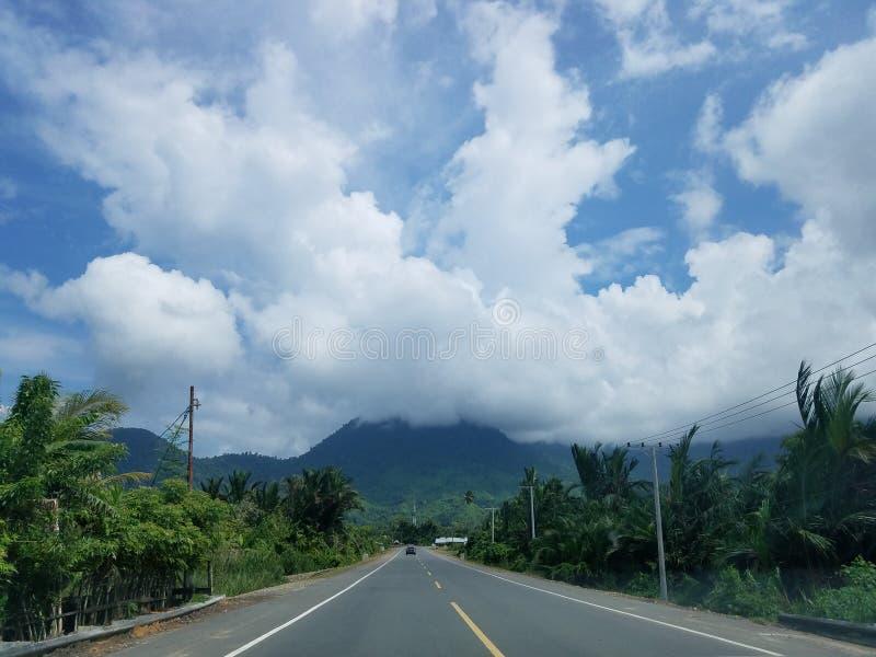 Väg till Geurutee, Lamno, Aceh Jaya arkivbilder