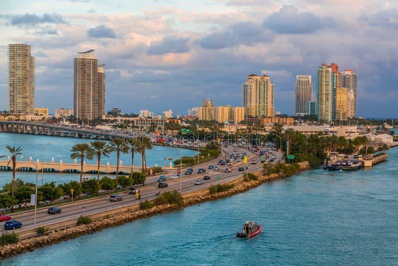 Väg till Miami Beach royaltyfria bilder