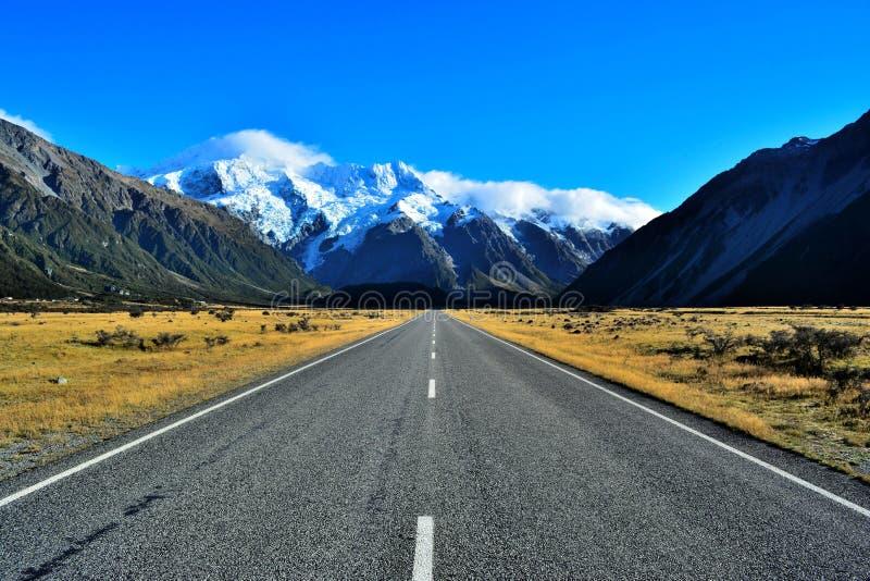 Väg till Mt-kocken New Zealand royaltyfria foton