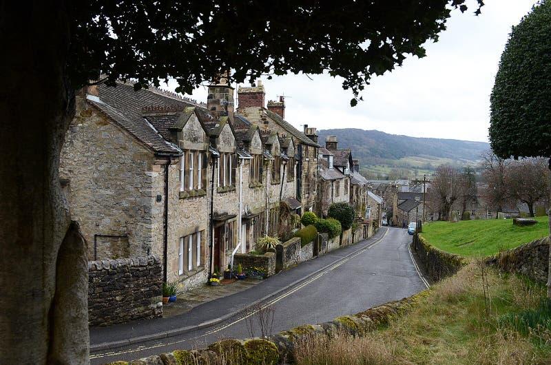 Väg till och med Bakewell Derbyshire, England arkivfoto