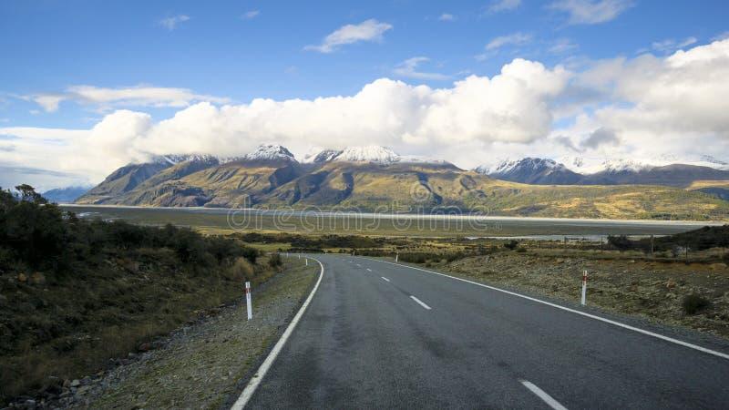 Väg till och med den Aoraki monteringskocken National Park, Nya Zeeland arkivfoto