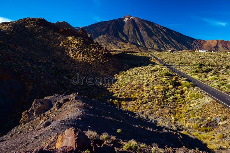 Väg till vulkan Teide royaltyfri foto