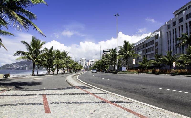 Väg vid den Ipanema stranden i Rio de Janeiro royaltyfria foton