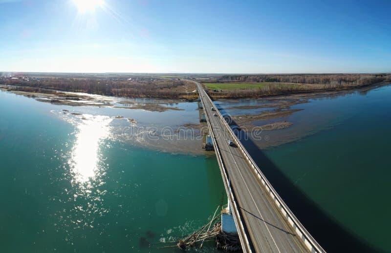 Vägbro över den stora floden arkivfoton