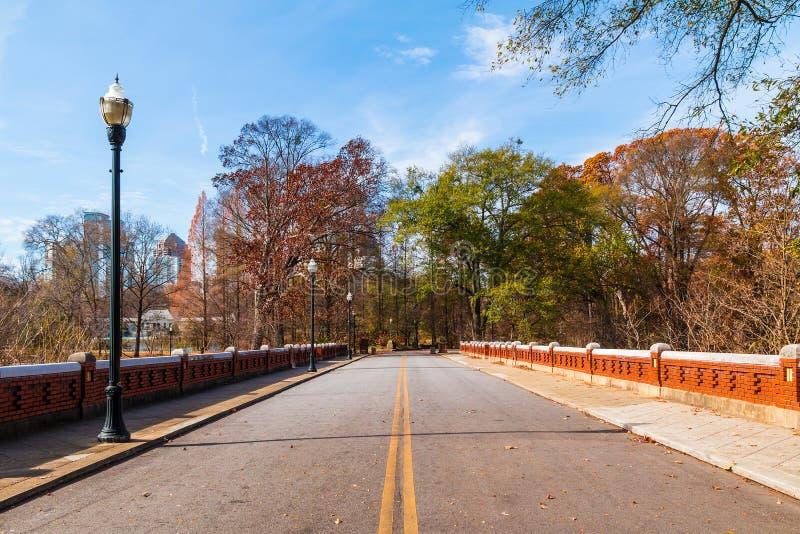 Vägen i Piedmont parkerar, Atlanta, USA royaltyfri fotografi