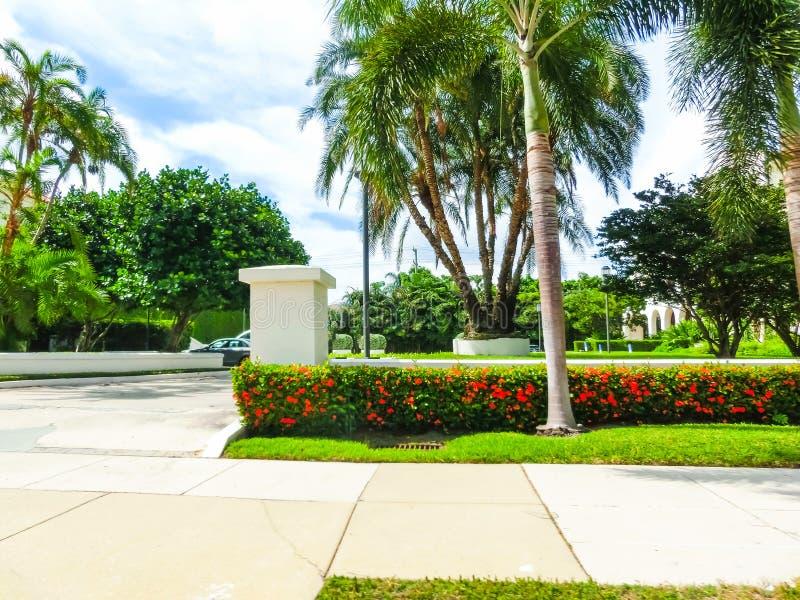 Vägen på gatan på Palm Beach, Florida, Förenta staterna royaltyfri foto