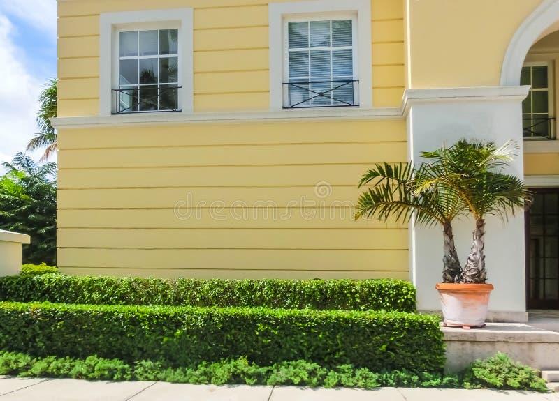 Vägen på gatan på Palm Beach, Florida, Förenta staterna royaltyfria foton