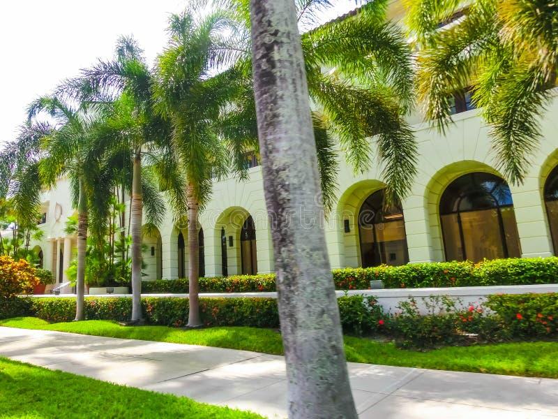 Vägen på gatan på Palm Beach, Florida, Förenta staterna arkivbild