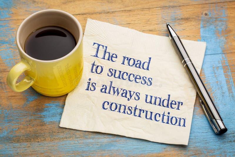 Vägen till framgång är alltid under konstruktion royaltyfri bild