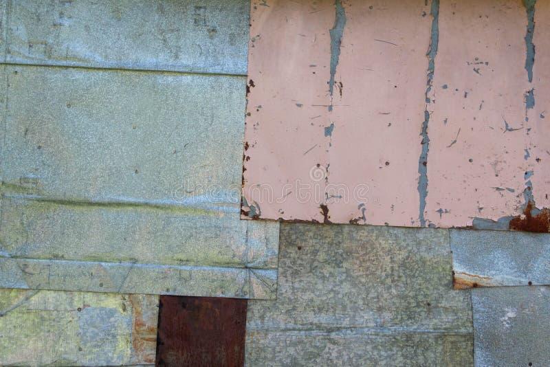 Vägg av betong och tegelsten med murbruktextur arkivfoton