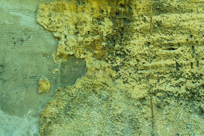 Vägg av betong och tegelsten med murbruktextur arkivfoto