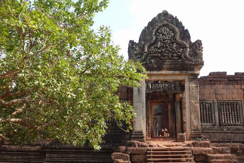 Vägg av den Bayon templet på Angkor Thom royaltyfri bild