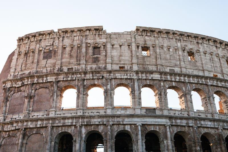 Vägg av den forntida roman amfiteatern Colosseum royaltyfria bilder