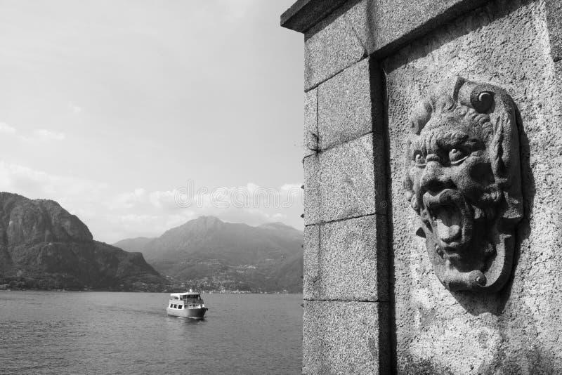 Vägg av en villa Melzi, Bellagio, Como, Italien som är svartvit royaltyfria foton