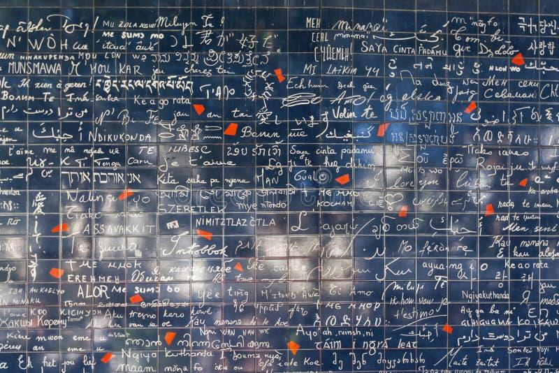 Vägg av förälskelse i Paris royaltyfria foton