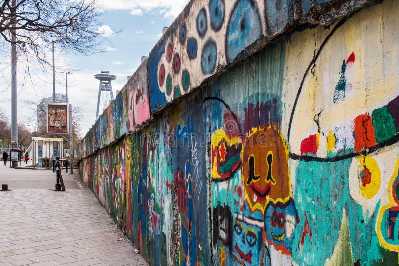 Vägg av grafitti arkivbild