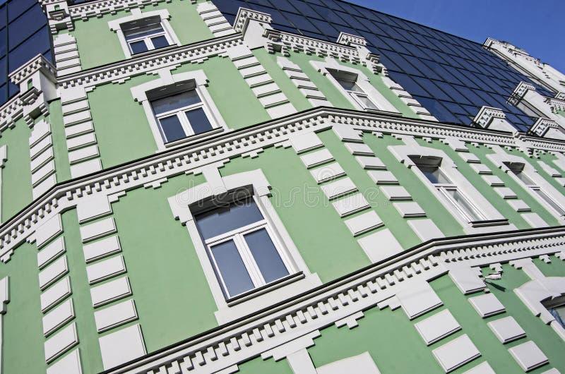 Vägg av huset, gräsplan, bakgrund, vit, rektanglar royaltyfria foton