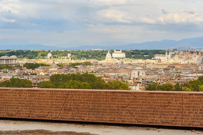 Vägg av konstitutionen av Roman Republic på den Janiculum kullen, Terrazza del Gianicolo i Rome italy arkivfoto