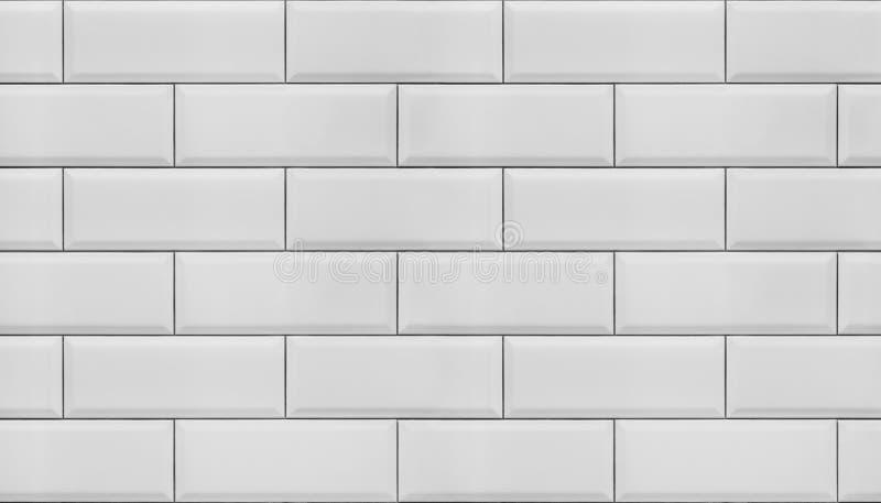 Vägg av vita tegelplattor royaltyfria foton