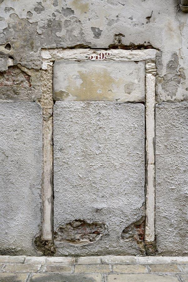 Vägg bricked upp dörr royaltyfri foto