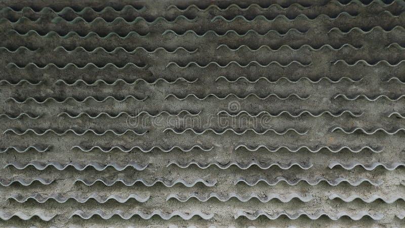 Vägg för Grungebetongcement med tegelplattan arkivfoton