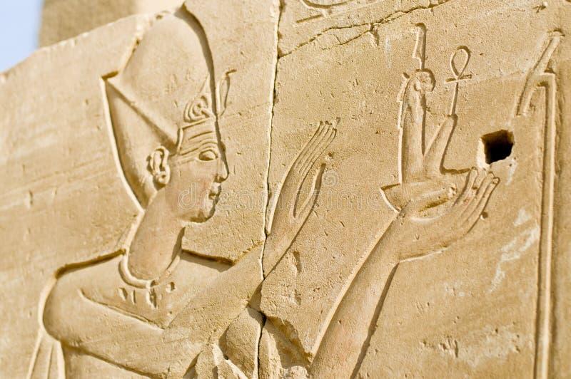 vägg för lättnader för egypt karnakpharoah förstörd arkivfoton
