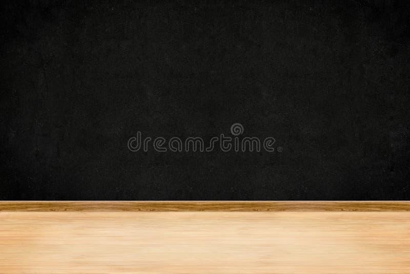 V?gg f?r rumperspektivsvart tavla och inre bakgrund f?r tr?golv royaltyfri foto