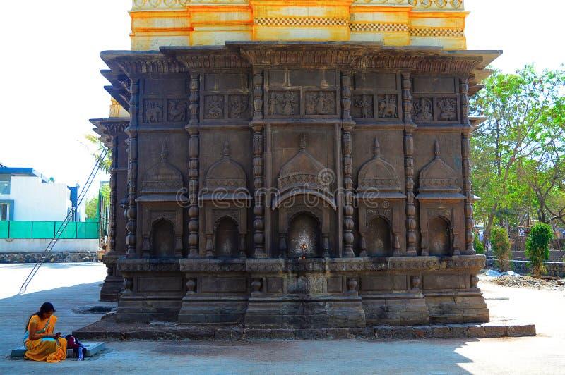 Vägg för tillbaka sida av Shri Wagheshwar Shiva Temple, Wagholi, Pune, Maharashtra arkivbild