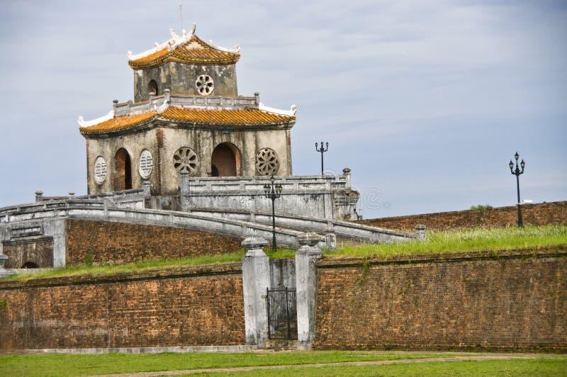 vägg för torn för citadelportton royaltyfria foton