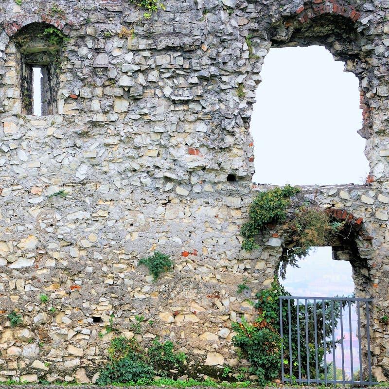 Vägg i medeltida byggnad royaltyfri fotografi