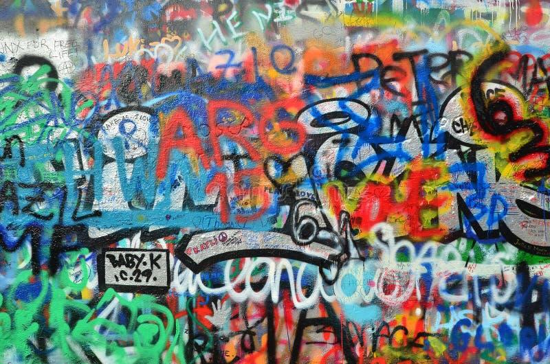 Vägg som besprutas med grafitti royaltyfria bilder