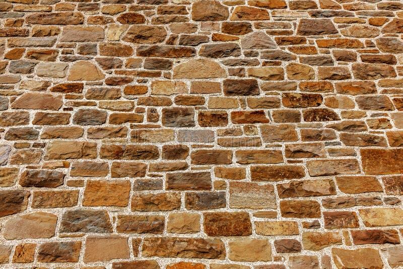 Vägg som byggs av den naturliga stenen arkivfoton