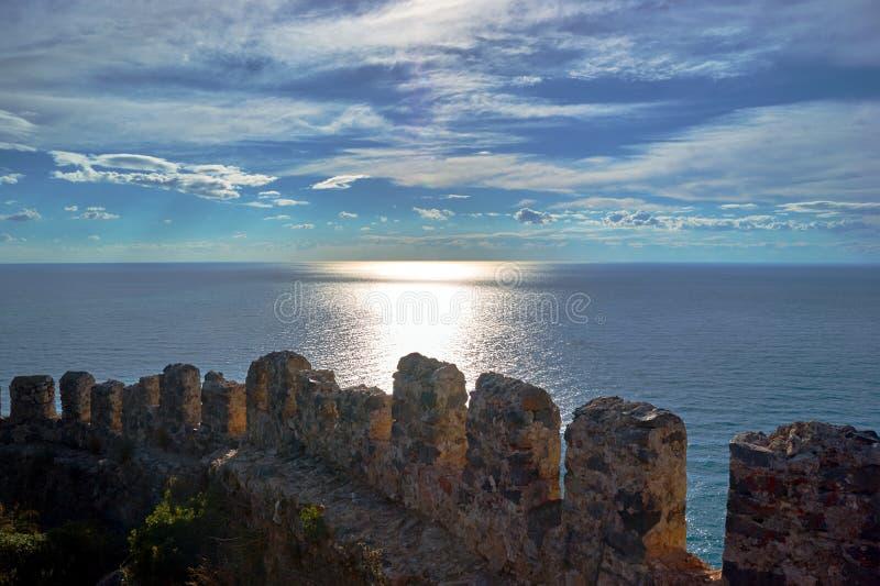 Väggar av den Seljuk fästningen i Alanya fotografering för bildbyråer