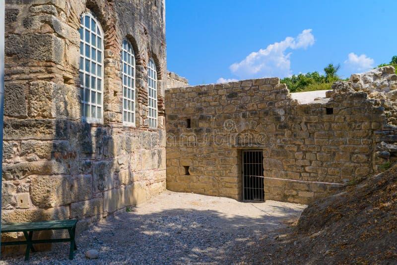 Väggar av en forntida fästning i Turkiet royaltyfri foto
