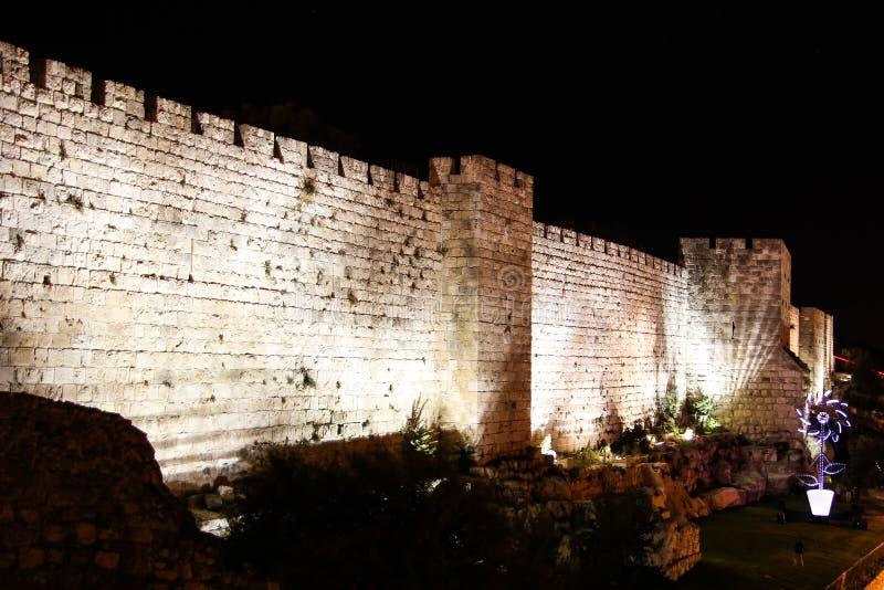 Väggar av Jerusalem på natten royaltyfri bild