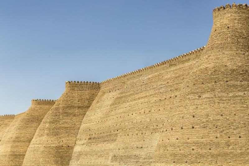 Väggar av tillflykten, 5th århundradefästning i Bukhara, Uzbekistan royaltyfri foto