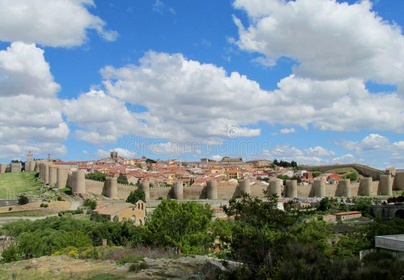 Väggar för Avila slottstad, Spanien fotografering för bildbyråer