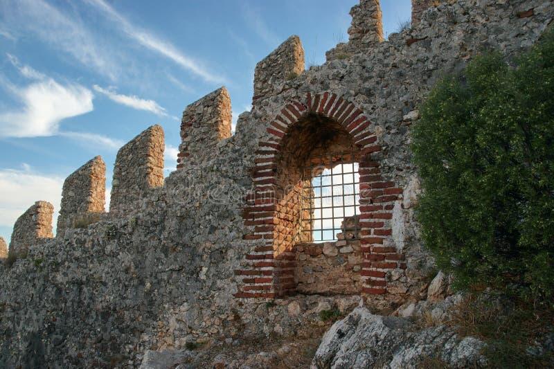 Väggar och port av den Seljuk fästningen arkivbild