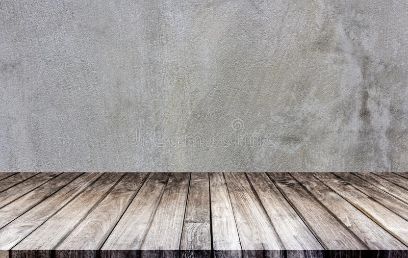 Väggbetong och golv är gjorda av trä Det tomma rummet används för att dekorera eller visa arbete royaltyfria bilder