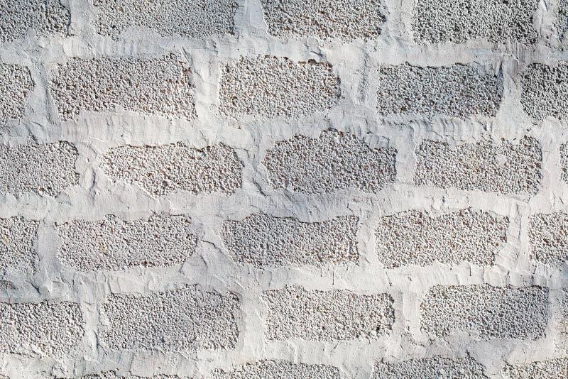 Väggen av askakvarter är målad vit fönster för textur för bakgrundsdetalj trägammalt arkivbild