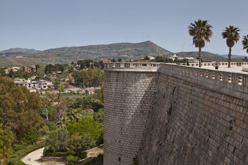Alcamo Townvägg arkivfoton