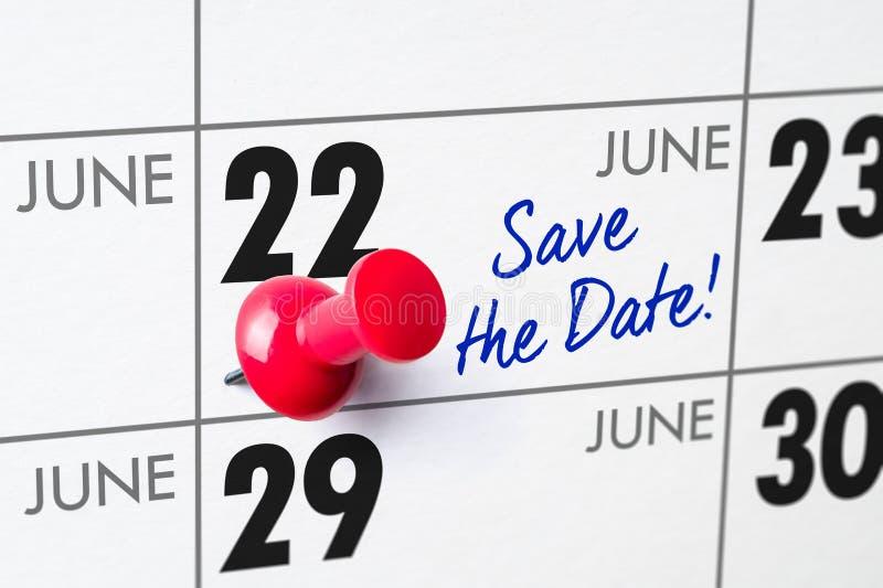 Väggkalender med ett rött stift - Juni 22 royaltyfri foto