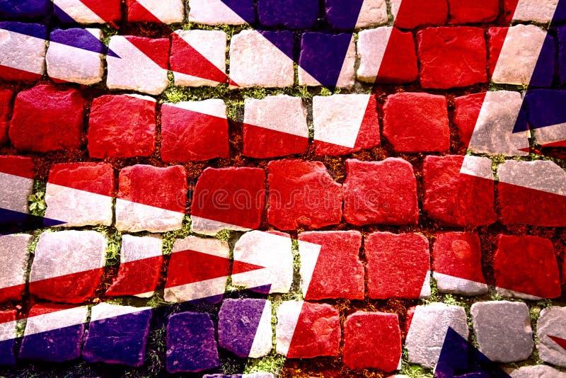 Väggkonstvisning en Union Jack flagga som överdras på kullersten, med w stock illustrationer
