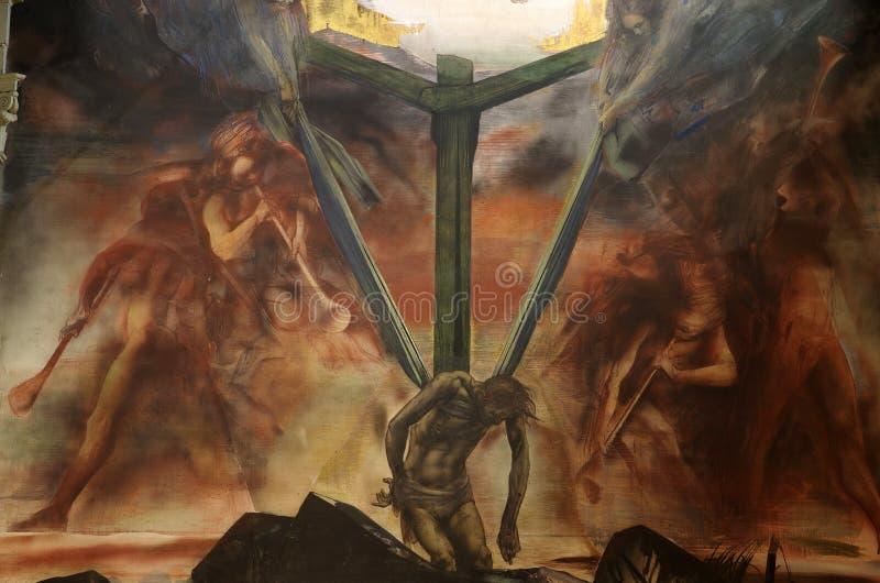 Väggmålning av Jesus på korset med änglar arkivfoto