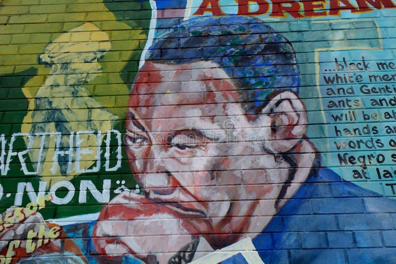 Väggmålning med Martin Luther King, Belfast som är nordlig - Irland arkivbilder
