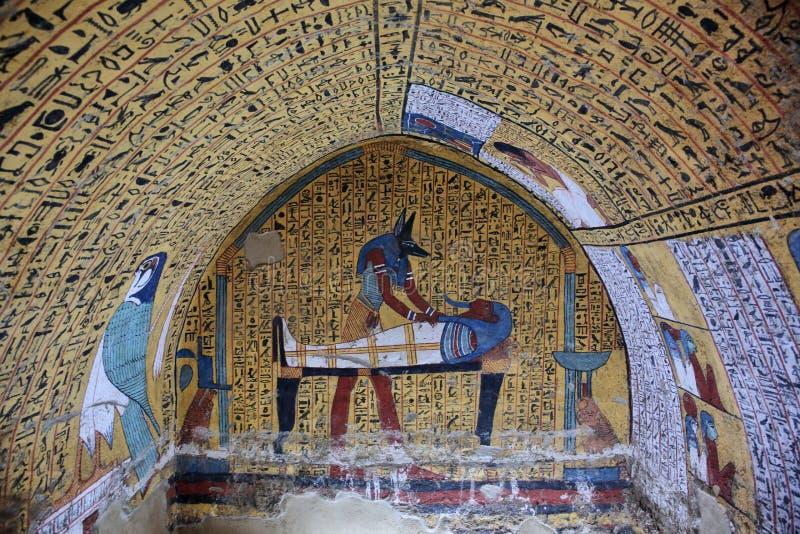 Väggmålning och garnering av tombÑŽen Luxor, Egypten royaltyfri bild